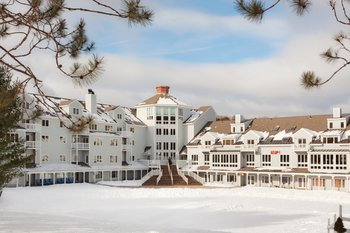 Exterior view of Holiday Inn Club Vacations at Ascutney Mountain Resort.