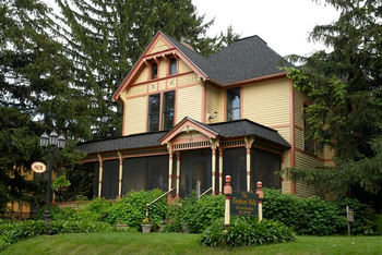 Exterior view of The Elephant Walk Bed and Breakfast.
