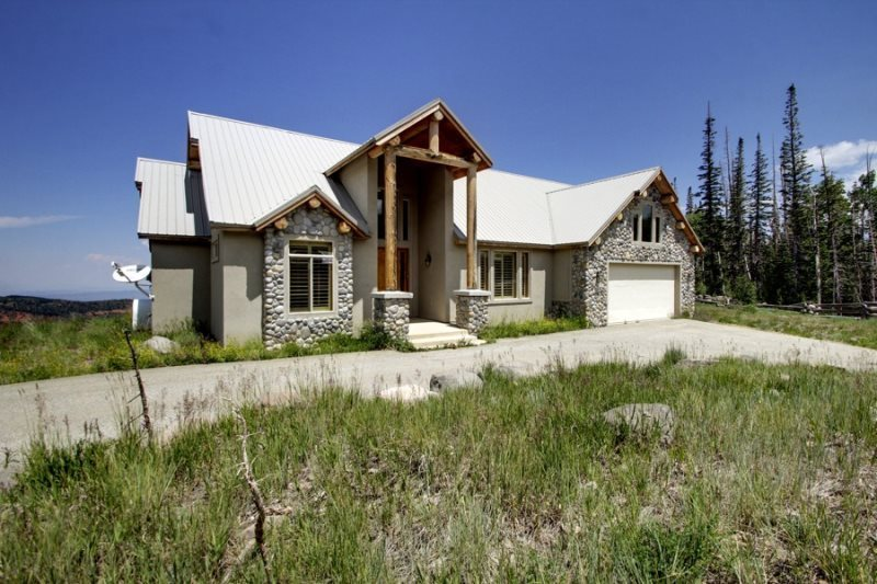 Cabin exterior at Family Time Vacation Rentals.