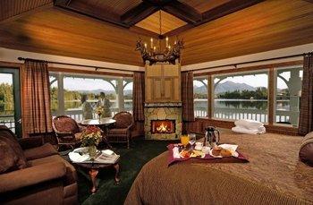 Guest suite at Mirror Lake Inn Resort & Spa.