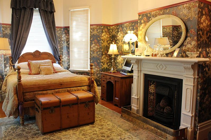 Guest room at Peace & Plenty Inn.