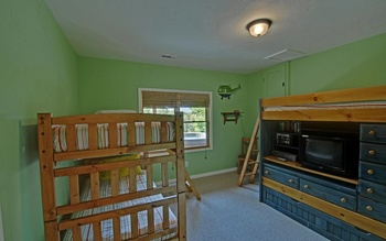 Bunk beds at Mountain Top Cabin Rentals.