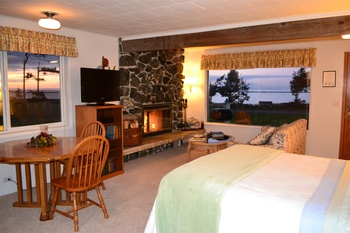 King room view at  Juan De Fuca Cottages.