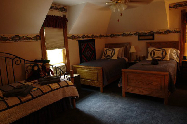 middlebury personals Middlebury, indiana vacation rental property with 3 bedrooms and 3 bathrooms, gas grill, fire place, lake 20 feet away, 3 kayaks, new pattle boat and ac many room fans.