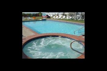 Outdoor pool at Pondarosa Resorts.