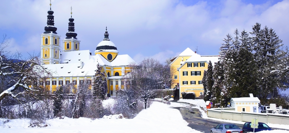 Exterior view of Hotel Pfeifer Kirchenwirt.