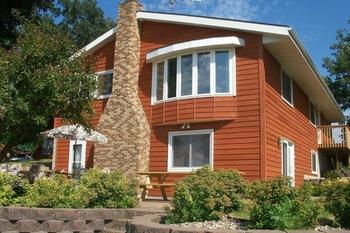 Cabin exterior at Minnesota's Sunset Shores Resort.