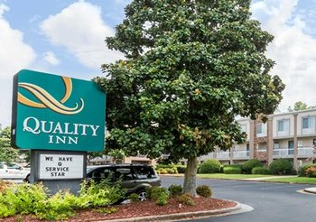Exterior View of Quality Inn Northlake