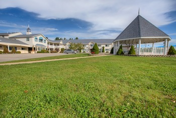 Exterior view of Ogunquit Resort Motel.