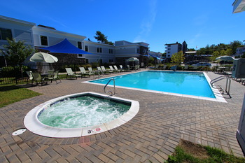 Outdoor pool at Atlantic Oceanside Hotel & Conference Center.