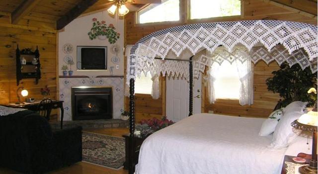 Black forest bed breakfast luxury cabins helen ga for Www helen ga cabins com