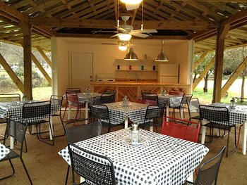 Outdoor dining at Cypress Creek Cottages.