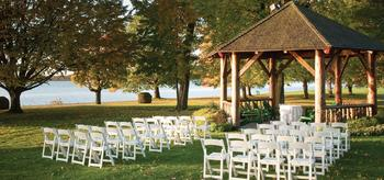 Outdoor wedding at Fairmont Le Chateau Montebello.