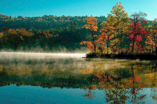 Fall colors on the lake at The Mountain Inn.