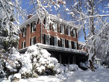 Exterior view of Faunbrook Bed & Breakfast.