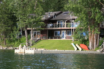 Exterior view of Bay Point on the Lake.