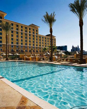Las vegas vacation rentals condo wyndham grand desert one bedroom one bathroom condo ral for Las vegas swimming pools open to public