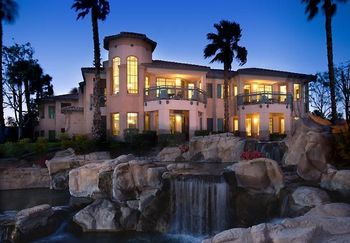 Exterior view of Marriott's Desert Springs Villas II.