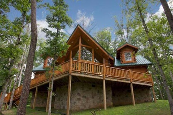 Smoky mountain luxury and serenity unite at eden crest for Privately owned cabins in the smoky mountains