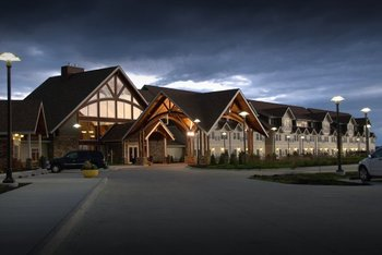 Exterior view of Honey Creek Resort.