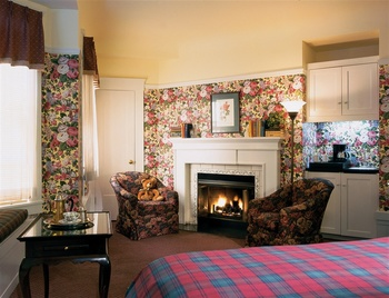 Guest room at White Swan Inn.
