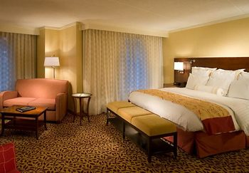 Guest room at Chicago Marriott at Medical District/UIC.
