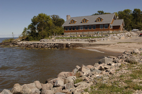 Exterior view of Arnesen's Rocky Point Resort.