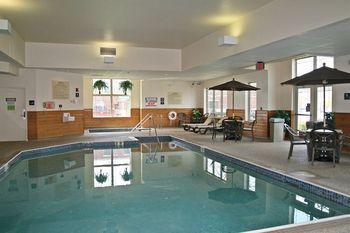 Indoor pool at Hampton Inn Duluth.