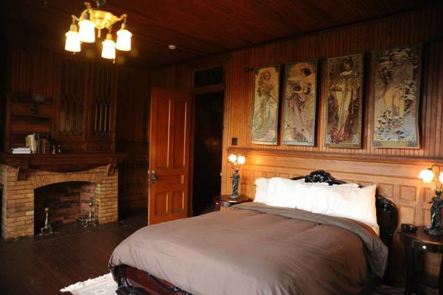 4 Seasons Room, Queen Bed at Spillian.