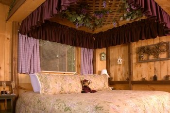 Guest Suite at the Lazy Cloud Inn