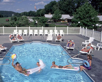 Outdoor Pool at Gaston's White River Resort