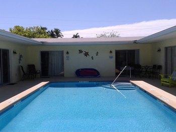 Outdoor pool at Sunshine Island Inn.