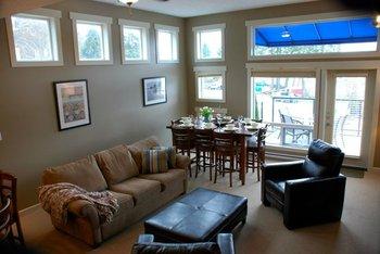 Living room at Sooke Harbour Resort & Marina.