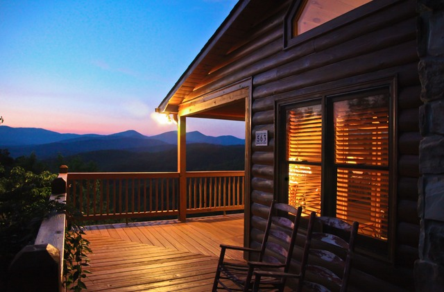 Mountain getaway cabin rentals blue ridge ga resort for Large cabin rentals north georgia