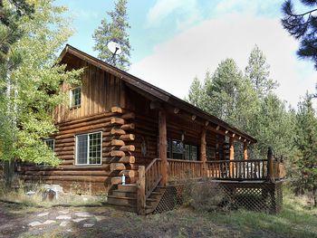 Lodge exterior at DiamondStone Guest Lodges.