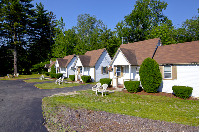 Riverbank motel cabins lincoln nh resort reviews for Ski cabins in new hampshire