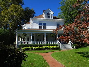 Exterior view of Fordham House B & B.