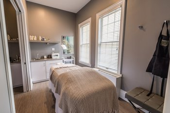 Spa massage table at Idlewyld Inn.