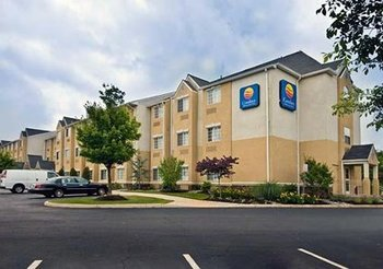 Exterior of Comfort Inn and Suites Dulles
