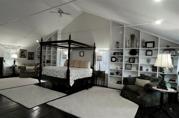 Grand Laurel master suite at Buttermilk Falls Inn & Spa.