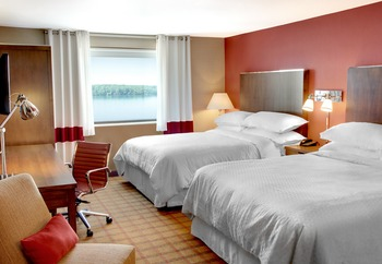 Guest Room at Four Points by Sheraton Niagara Falls