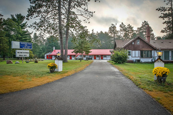 Beautiful outdoors at Northern Pine Inn