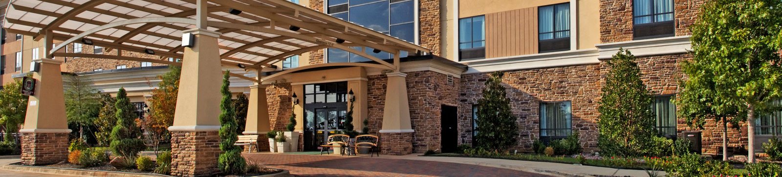 Exterior View of Holiday Inn Arlington NE - Rangers Ballpark