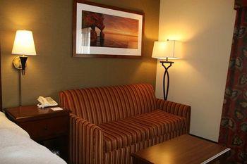 Guest sofa at Hampton Inn Duluth.