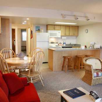 Guest kitchen and dining area at Gearhart by the Sea.