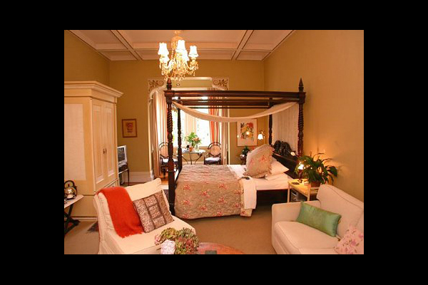 Guest room at Hyland House.