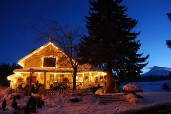 Exterior view of Mt Hood Bed & Breakfast.