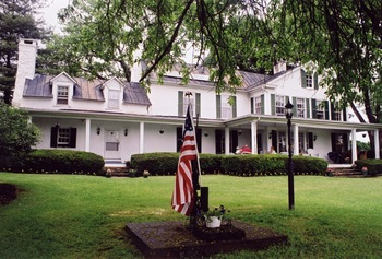 Exterior view of Briar Patch Bed & Breakfast Inn.