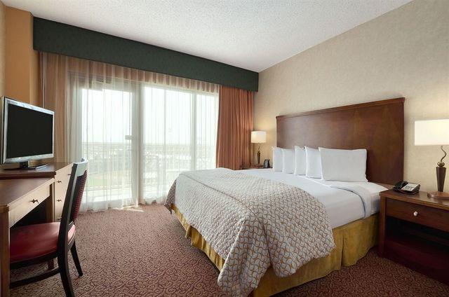 Embassy suites dallas frisco hotel convention center for Addison salon suites