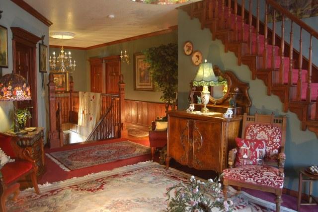 Big yellow inn cedar city ut resort reviews for Giant city lodge cabins